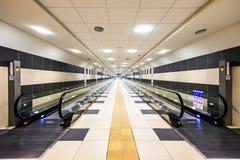 机场自动扶梯传动机,巴里,意大利 免版税库存照片
