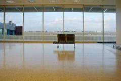 机场蓝色空间被定调子的等待 库存照片