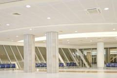 机场蓝色空间被定调子的等待 库存图片
