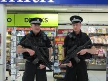 机场警察在格拉斯哥机场 免版税库存图片