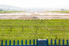 机场跑道地区的分界 免版税库存图片