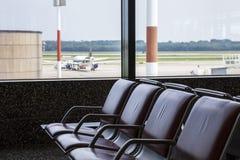 机场长凳 免版税库存图片