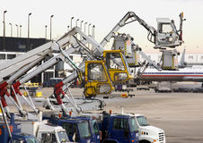 机场除冰的设备 免版税库存照片