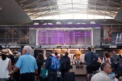 机场鲍里斯皮尔,乌克兰- 2015年9月01日:信息记分牌在鲍里斯皮尔机场 乌克兰 库存图片