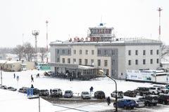 机场终端彼得罗巴甫洛斯克Kamchatsky冬天视图  俄国 库存图片