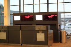 机场登记处柜台 免版税库存照片