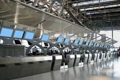机场登记处柜台 免版税库存图片