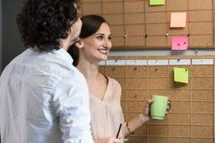 机构雇员队在时间预定的会议 免版税库存照片