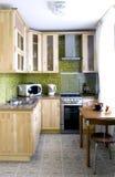 机柜厨房自然木头 免版税库存照片
