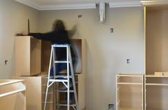 机柜家安装厨房 免版税库存图片