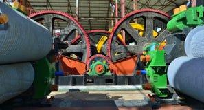 机械新闻 得到的汁液机器从甘蔗磨房 免版税库存图片