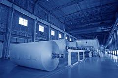 机械设备在一个造纸厂工厂 库存图片