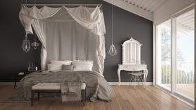 机盖床在有大windo的minimalistic白色和灰色卧室 免版税库存照片