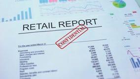 机要零售的报告,盖印封印的手在公文,统计 股票录像