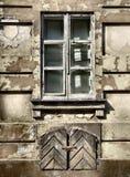 朽烂grunge都市视窗 免版税库存图片