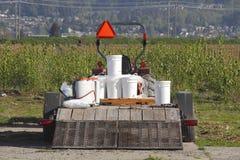 杀虫剂和除草药背包设备 免版税库存照片