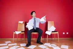 杂乱办公室 免版税库存图片