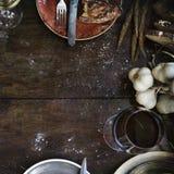杂乱土气厨房用桌大模型 免版税库存照片