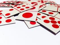杂乱多米诺卡片有白色背景 免版税库存照片