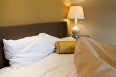 杂乱的卧室 免版税库存图片
