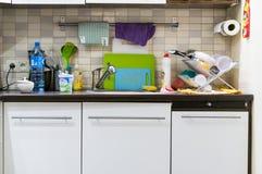 杂乱的厨房 库存照片