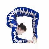 杂技演员,一套蓝色衣服的马戏艺术家 免版税库存照片