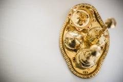 杂烩古铜色碗和芬芳罐 库存图片