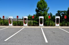 杂种电车充电的中心 免版税库存照片