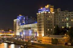 杂耍剧场在莫斯科在晚上 俄国 免版税图库摄影
