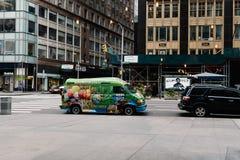 杂草世界在纽约停放的糖果搬运车 库存图片
