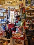 杂货店在贝瓦尼亚镇在意大利 免版税库存照片