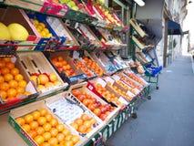 杂货果子显示边路巴黎第16法国 库存图片