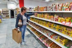 杂货食品店在Banska Bystrica,斯洛伐克 库存图片