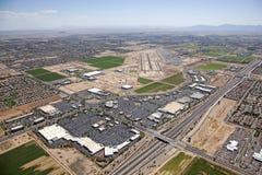 杂货商机场 库存图片