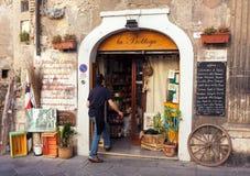 杂货店入口在意大利 库存照片