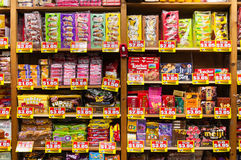 杂货店内部在新加坡 免版税图库摄影