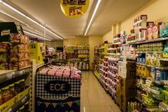 杂货店内部 免版税图库摄影