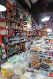 杂货店在街市上海 免版税库存照片