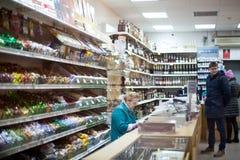 杂货店的内部 库存图片