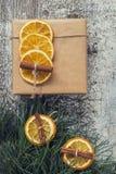 杉木分支,工艺礼物,干桔子,桂香,顶视图ins 免版税库存图片