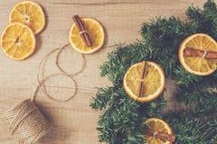 杉木分支,干桔子,桂香,做装饰 免版税库存照片