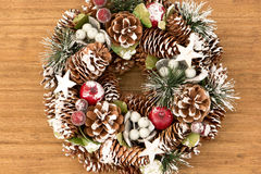 杉木锥体精美圣诞节花圈  库存照片