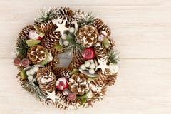 杉木锥体精美圣诞节花圈  库存图片