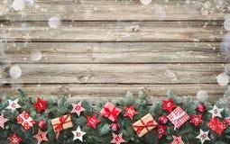 杉树分支与出现日历星和礼物盒 免版税库存图片
