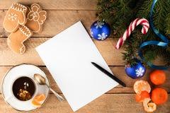 杉树分支圣诞节背景纸片在ol的 库存照片