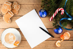 杉树分支圣诞节背景纸片在ol的 免版税库存图片