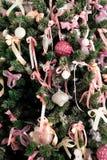 杉树的部分与装饰品和装饰的 库存图片