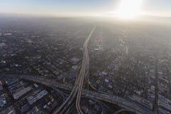 洛杉矶高速公路和夏天烟雾天线 免版税库存图片