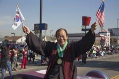 洛杉矶,加利福尼亚,美国, 2015年1月19日,第30每年马丁路德金小 王国天游行,韩裔美国人拿着旗子 库存图片