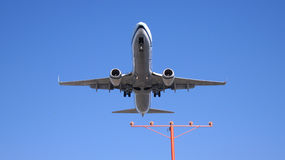 洛杉矶,加利福尼亚,美国- 2014年10月9日, :阿拉斯加航空公司波音737-900ER不久之前显示登陆在LA 图库摄影